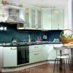 Дешевая угловая кухня салатового цвета