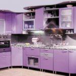 Угловая сиреневая кухня с крашенными фасадами МДФ