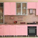 Прямая недорогая розовая кухня