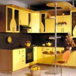 Угловая желтая кухня на заказ