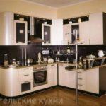 Кухня с бежевыми фасадами МДФ пленка