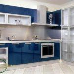 Синяя кухня с крашенными фасадами МДФ
