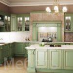 Деревянная кухня с крашенными фасадами