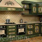 Темно-зеленая кухня с рисунком