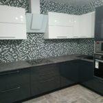 Бело-серые кухни