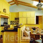Ярко-желтая кухня с крашенными фасадами