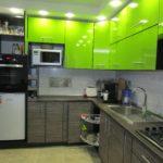 Зеленые кухни с фасадами пластик
