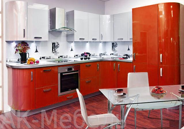Угловая красно белая кухня