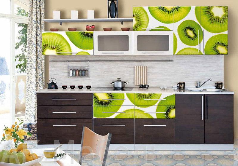 Черно-белая прямая кухня с рисунком киви