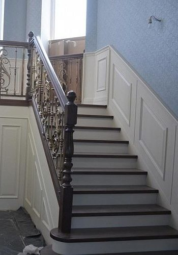 Лестница из массива дерева Ясень