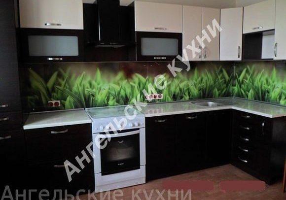 Интерьер угловой черно-белой кухни глянец, МДФ пленка