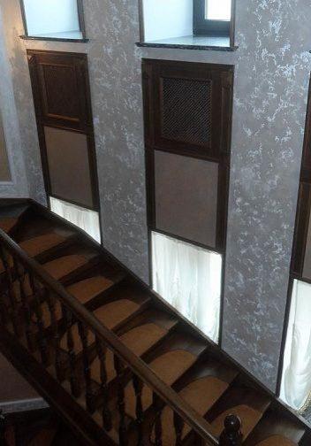 Межэтажный марш лестницы на тетиве