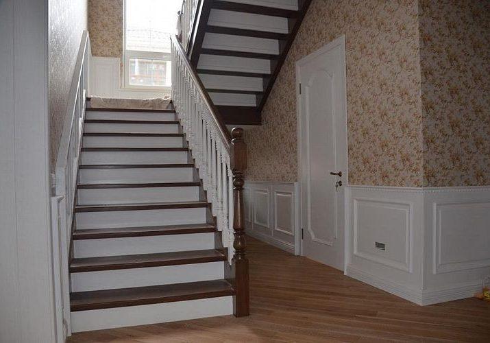 Панели под деревянную лестницу