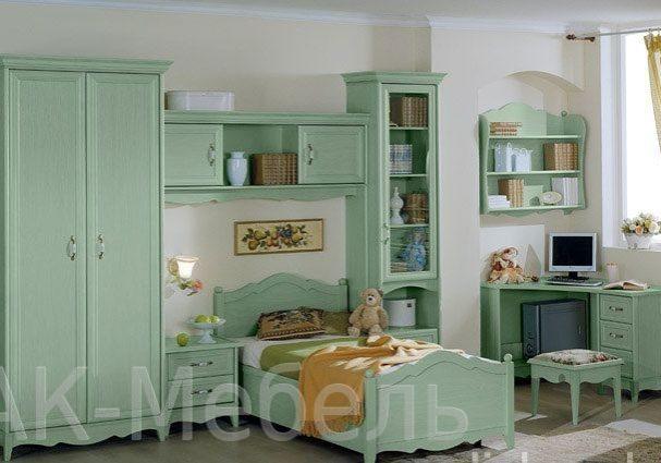 Комплект мебели в детскую из массива сосны