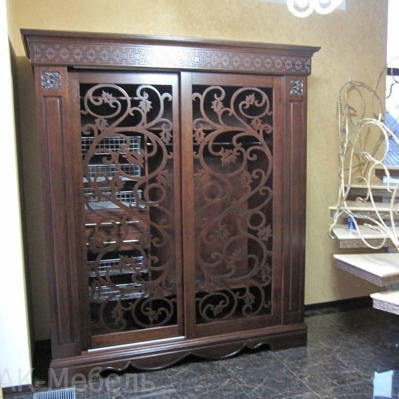 Деревянный шкаф с глубокой 3D фрезеровкой