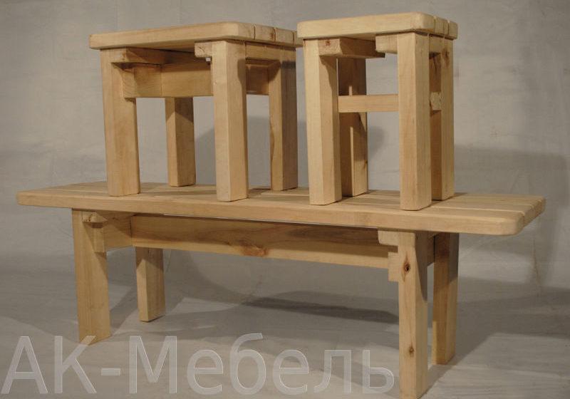 Деревянный стол и табуреты в баню и сауну