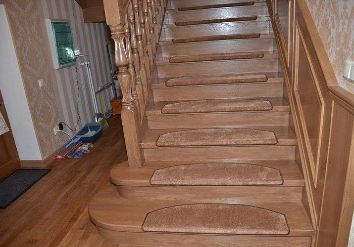 Дубовая лестница для второго этажа на заказ