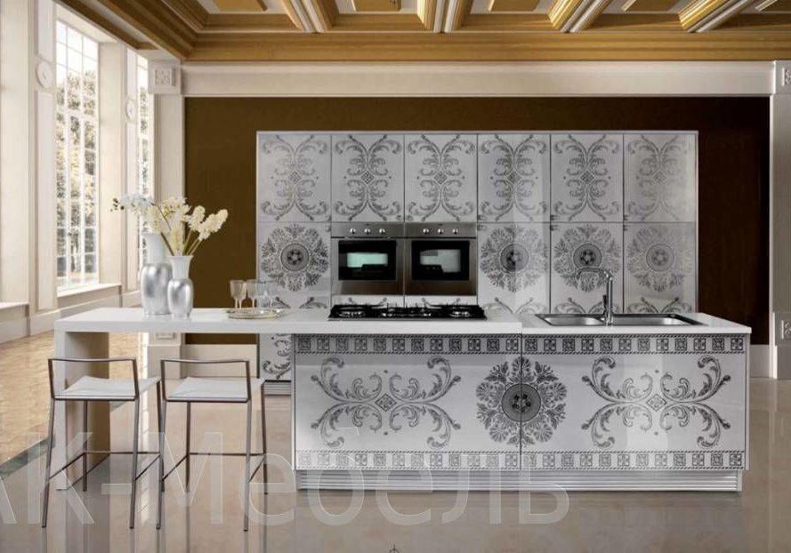 Белая прямая кухня с рисунком узор, с островом