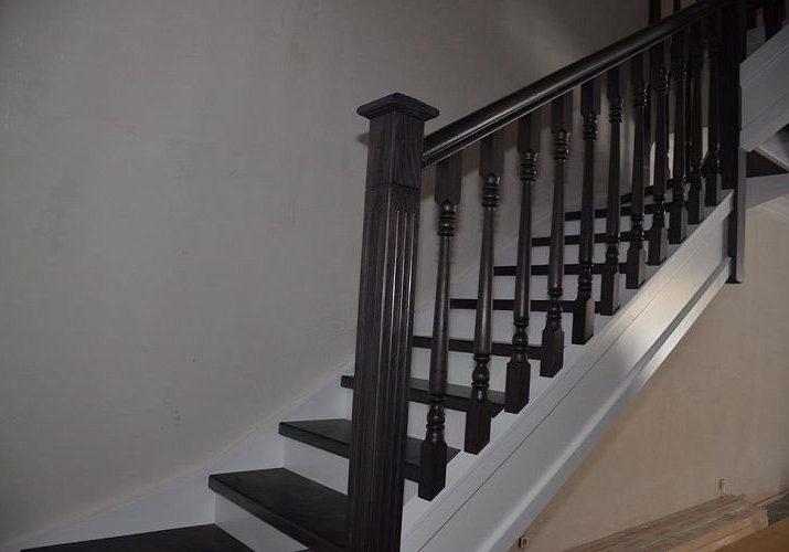 Балясины и столб модели лестницы из массива дерева дуб