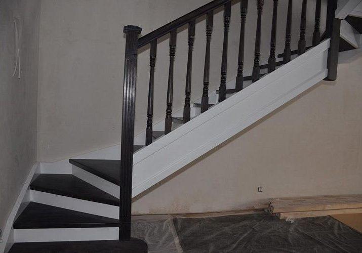 Входная зона варианта лестницы из массива дуба