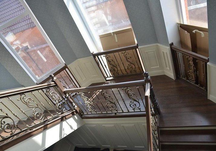 Площадка лестницы из ясеня
