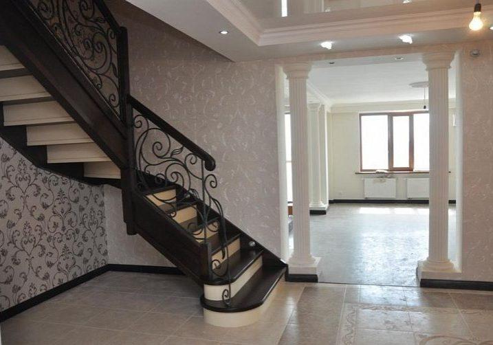 Лестница модерн из дуба на тетиве