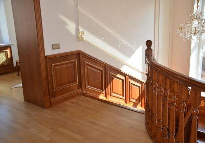Стеновые панели, облицовка дубом лестницы