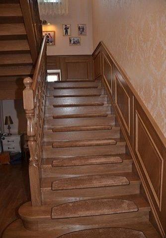 Дубовая лестница на второй этаж