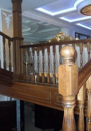 Отделка перекрытия у лестницы на тетиве