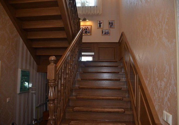 Входная зона лестницы на второй этаж