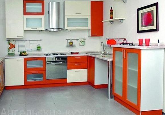 Фото недорогой кухни с фасадами из МДФ пленка, угловая, красно-белая