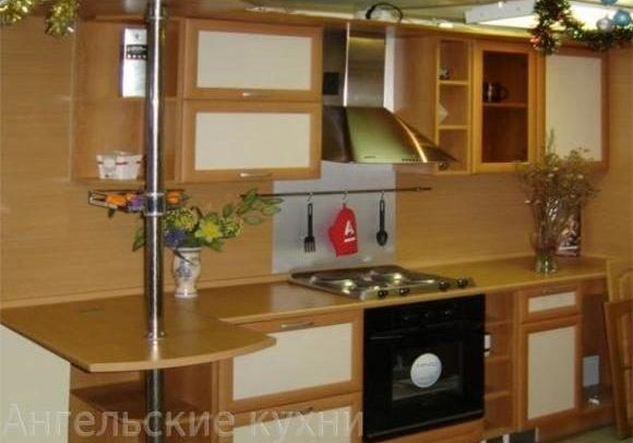 Кухня рамка с барной стойкой, бежевая вставка