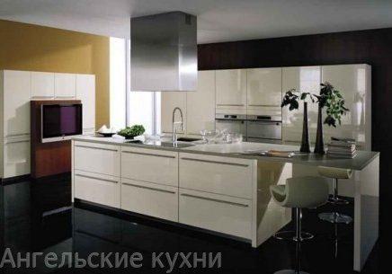 Недорогая белая кухня глянец с фасадами МДФ и островом
