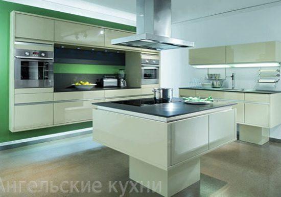 Встроенная белая кухня глянец с островом
