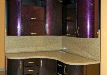 Маленькая угловая сиреневая кухня на 9м