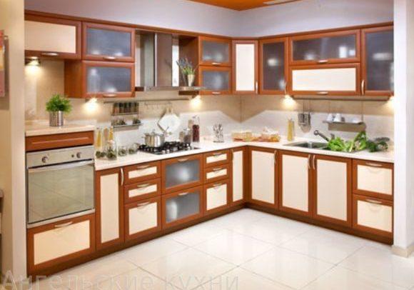 Угловая кухня с фасадами МДФ рамка, бежевые вставки