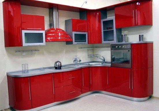 Красная крашенная кухня