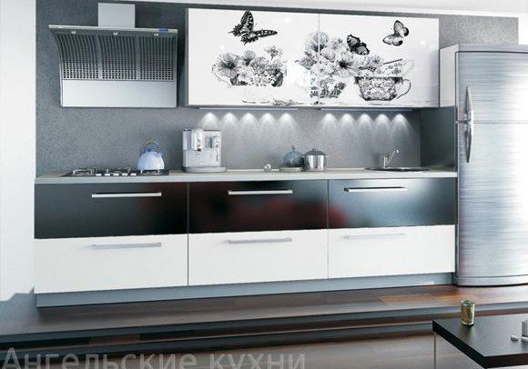 Черно-белая кухня с рисунком, недорогая прямая