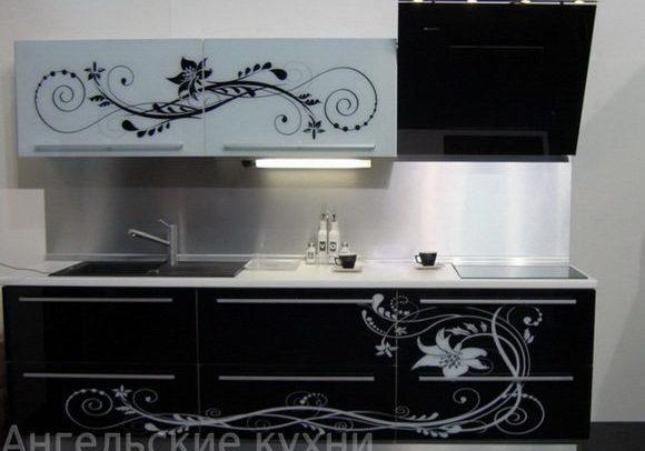 Чернобелая кухня с рисунком, глянец