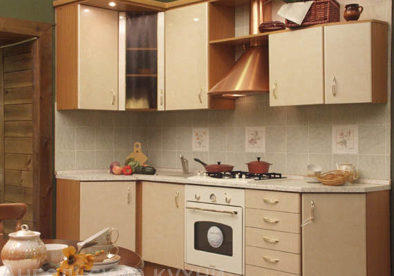 Бежевая кухня с фасадами пластик