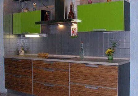 Пластиковая кухня в алюминиевой рамке