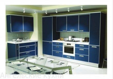 Синяя кухня из пластика