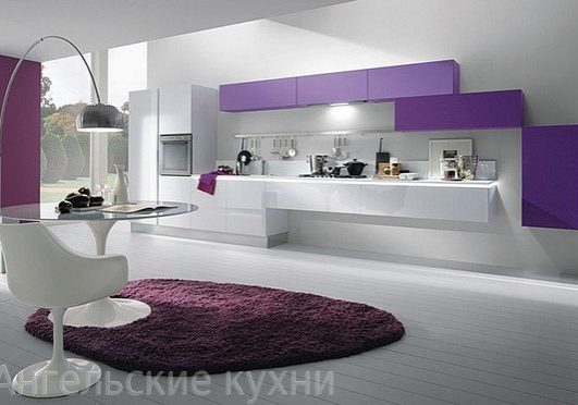 Фиолето-белая кухня, с необычным дизайном