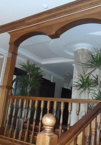 Ограждение второго этажа для лестнице из дубана тетиве