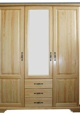 Шкаф из массива сосны,трехстворчатый