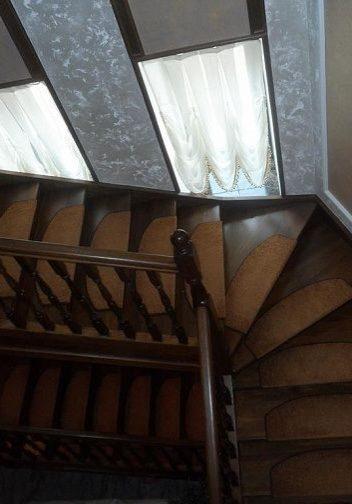 Лестница на тетиве из дуба, вид сверху
