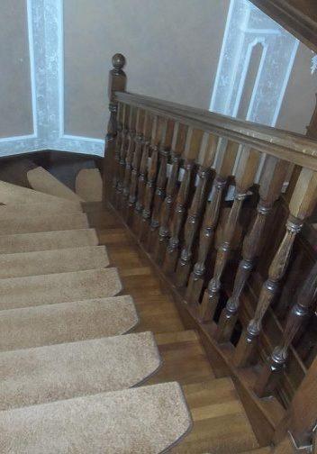 Стыковка с перекрытием лестницы на тетиве