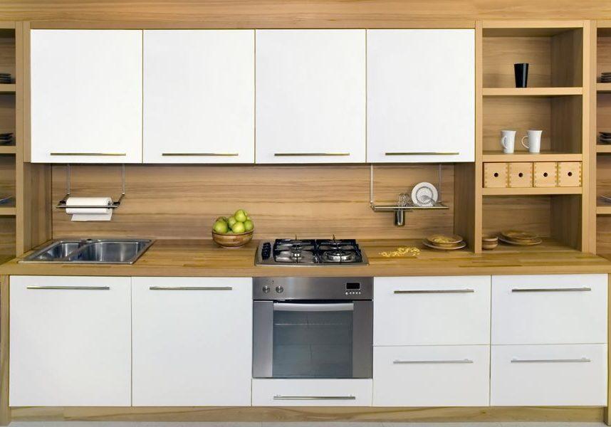 Белая кухня из фанеры