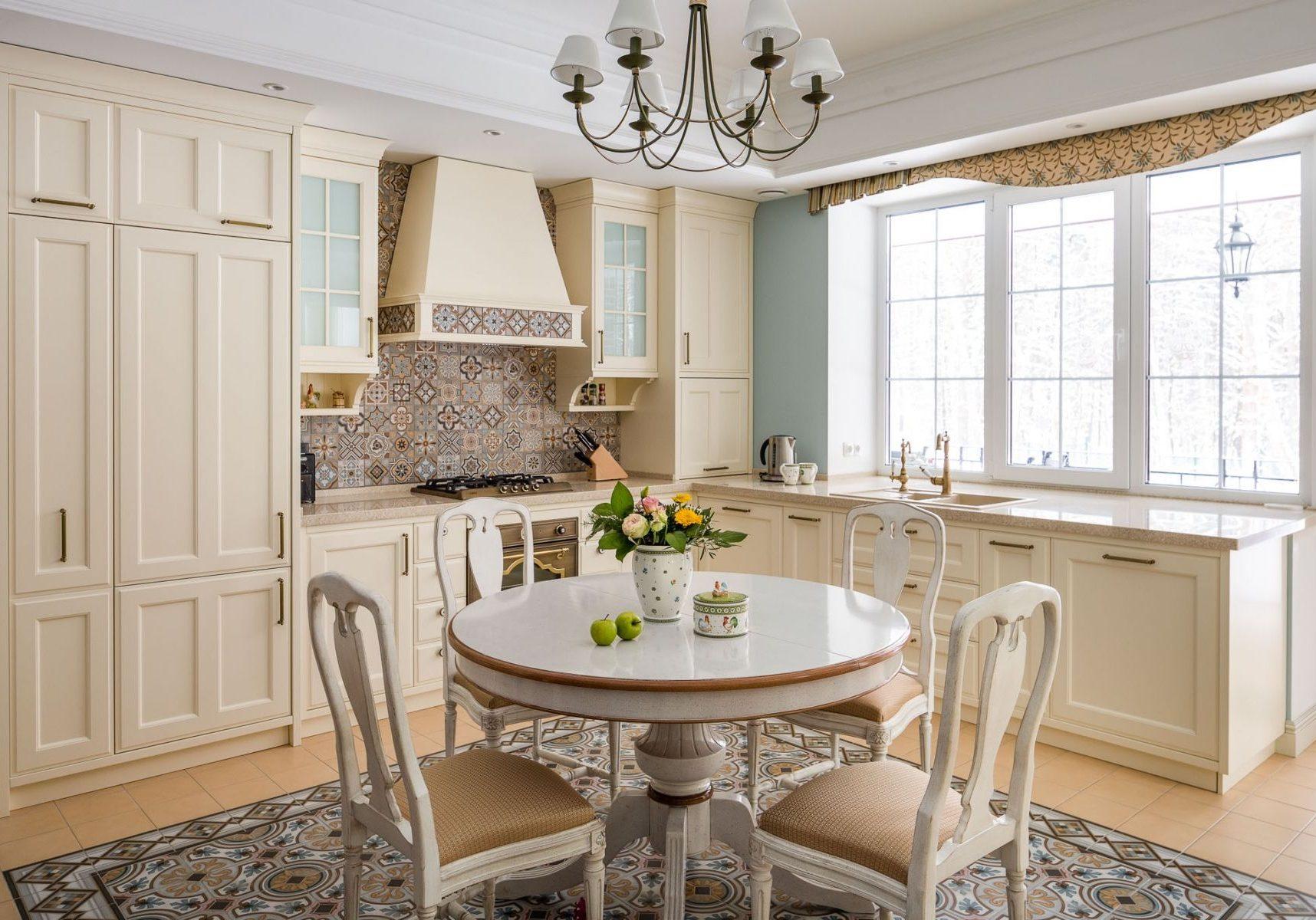 Белая кухня под окно, в стиле прованс, модерн, беж