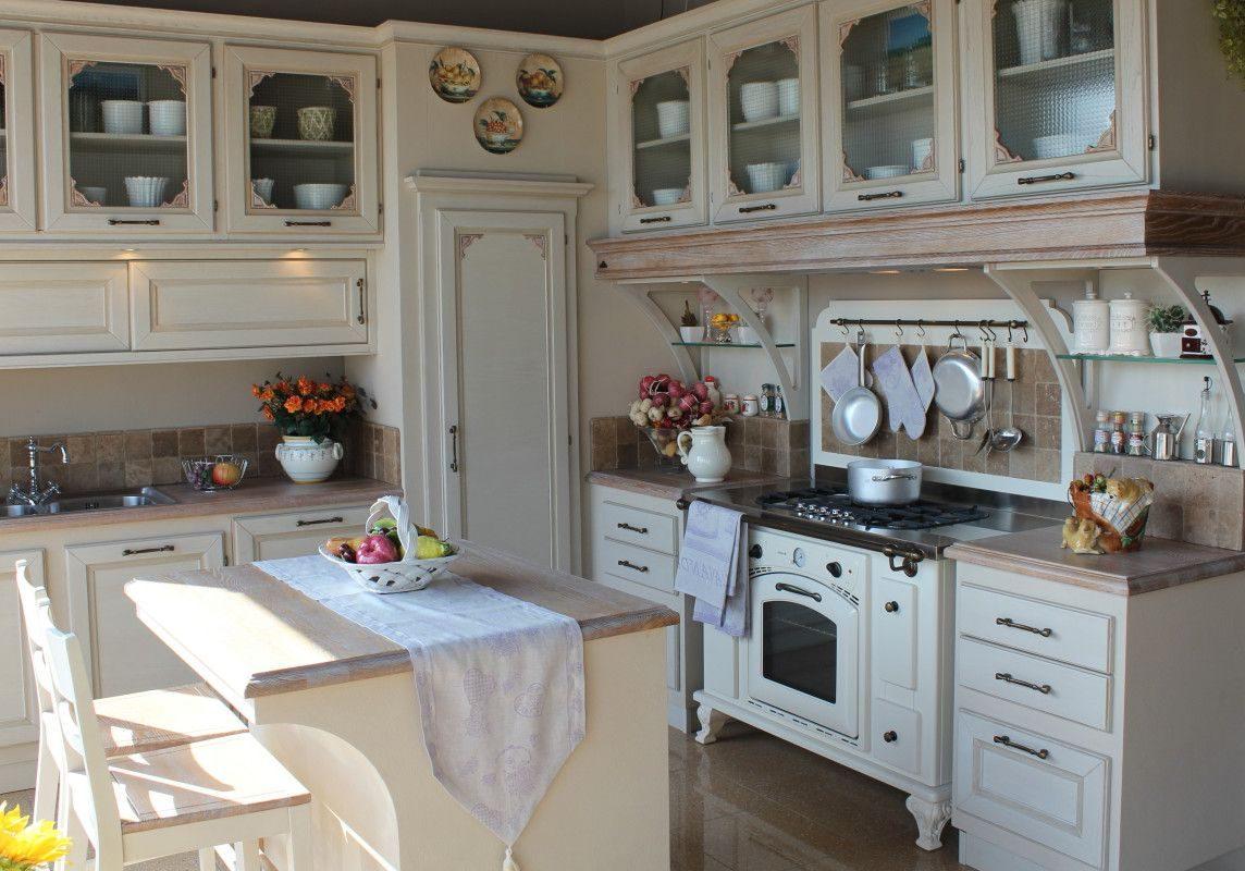 Белая кухня с деревом, с островом, модерн, классика, прованс
